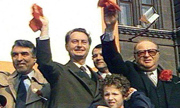 Bruno Kreisky, Erwin Lanc (einer seiner früheren Minister) und Außenseiter Helmut Zilk (von r.).