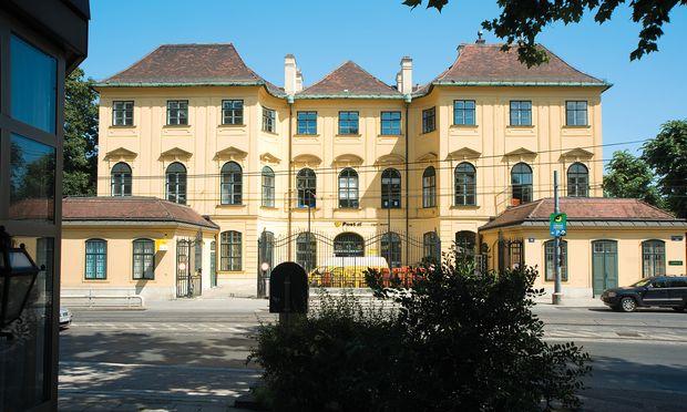 """""""Kaiserstöckl"""" heißt das schönbrunngelbe Gebäude, das Maria Theresia für ihren Leibarzt Gerhard van Swieten errichten ließ."""