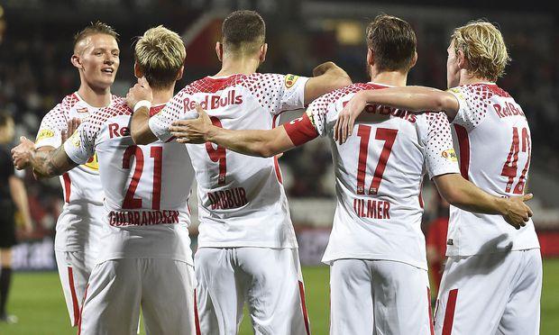 Der Vorsprung auf den ersten Verfolger Sturm Graz beträgt sechs Runden vor Schluss weiter acht Punkte.