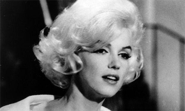 Marilyn monroe porno Schwarze nasse offene Muschi