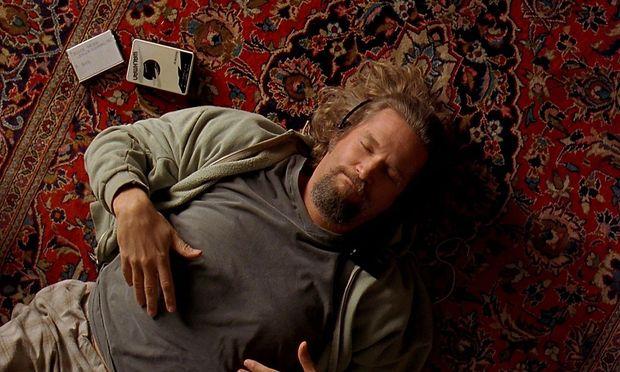 """Ausgerechnet der gelassene Dude (Jeff Bridges) wird in """"The Big Lebowski"""" in einen Gangsterplot verwickelt."""