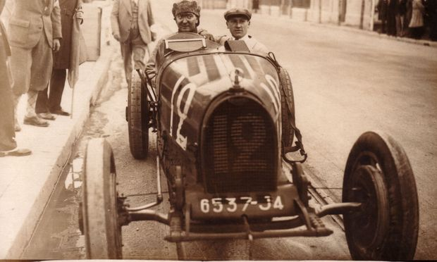 William Grover-Williams, siegreich am Steuer des Bugatti Typ 35 in Monaco, 1929.
