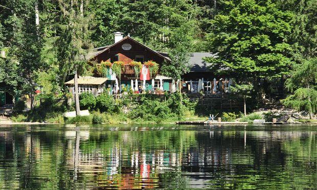 Fischerhütte am Toplitzsee.  Hier spielen Forelle und Saibling die Hauptrollen.