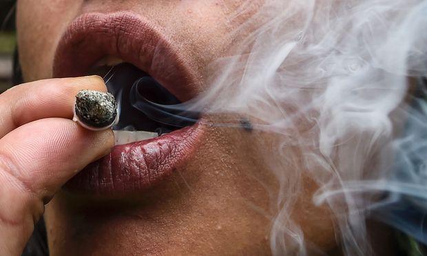 Drogenkonsum kann auch noch ein paar Tage danach zu ernsthaften Problemen beim Autofahren führen.
