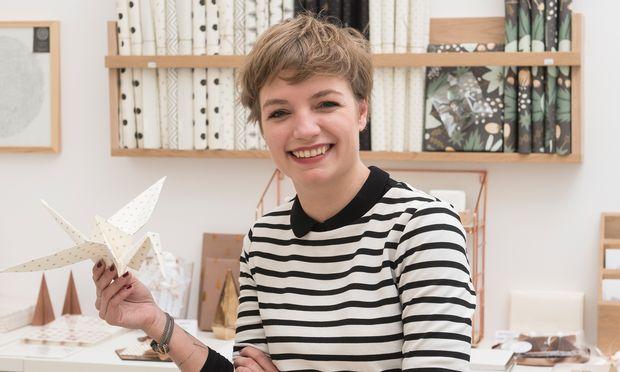 Flugfeld. Teresa Scheicher lässt in ihrer Papeterie Paperbird Ideen und Kraniche fliegen.