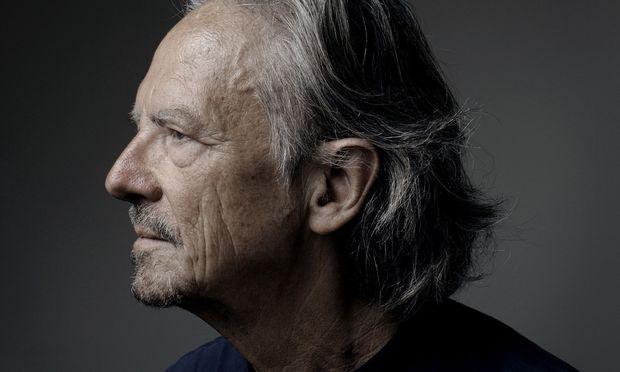 """""""Theater soll kein Roman, kein Film und kein Fernsehspiel sein"""", fordert Peter Handke."""