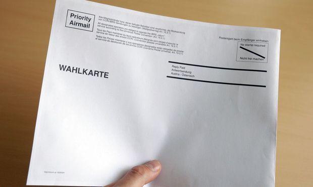 Ein Kuvert für die Wahlkarte