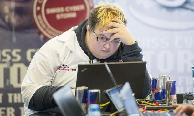 Jamie Hankins, ein britischer Hacker, dopt sich mit Red Bull