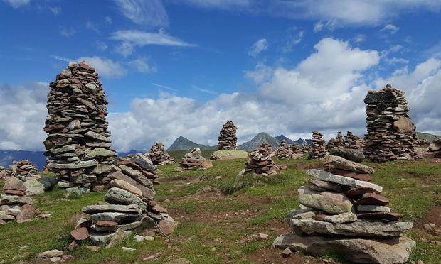 Eines der beliebtesten Wanderziele in den Sarntaler Alpen: die Stoanernen Mandln.