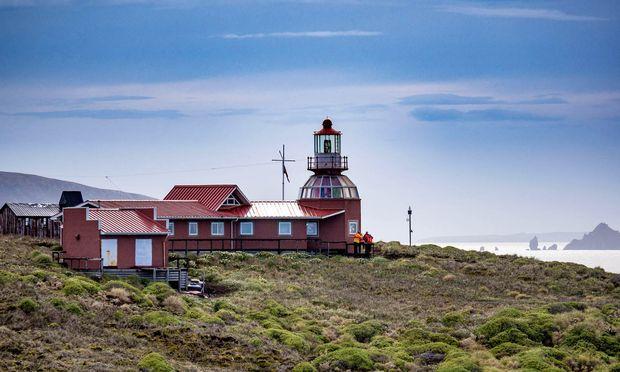 Südspitze. Ein Höhepunkt ist der Landgang auf Kap Hoorn. Dieser kann aber nur bei günstigen Bedingungen stattfinden.