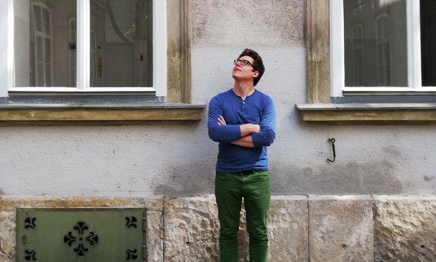 """Wertvollster Besitz: """"Die Jahreskarte der Büchereien Wien."""" Der 30-jährige Lukas Meschik reist gelassen nach Klagenfurt. Sein sehr persönlicher Text handelt von der Trauer eines Autors um den toten Vater."""