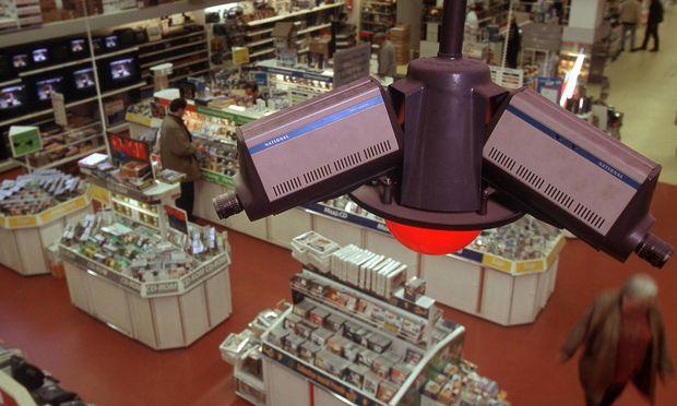 Mit Kamera an der Kasse | Discounter Real analysiert Kundengesichter