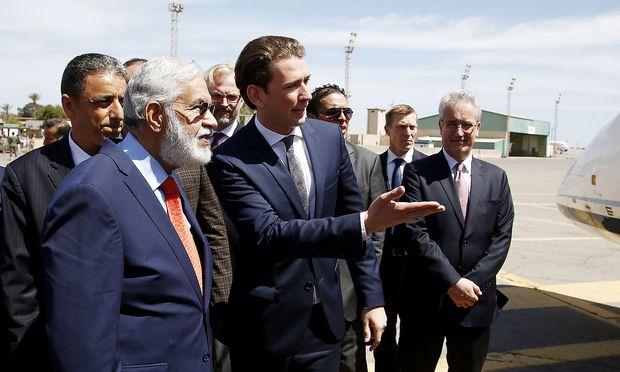 Stippvisite in Tripolis: Außenminister Sebastian Kurz trifft seinen libyschen Kollegen Mohammed Taher Siyala.