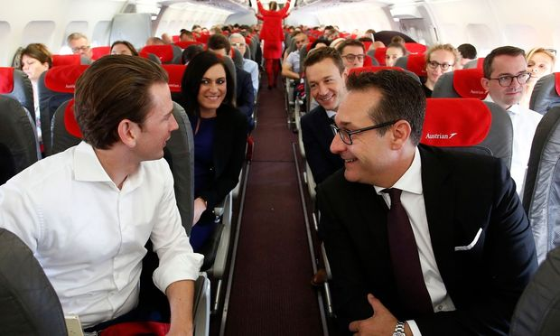 Kurz, Strache, Blümel und Köstinger am Flug nach Brüssel