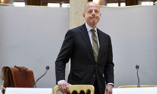 Clemens Jabloner legt Usus für Weisungen fest