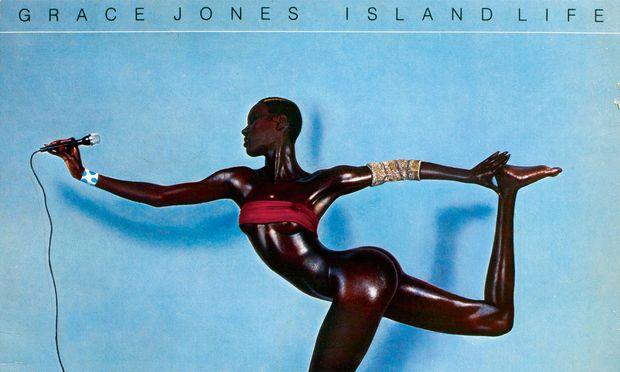 """""""Island Life"""". Grace Jones neu erschaffen von Jean-Paul Goude. Das Album erschien 1985."""