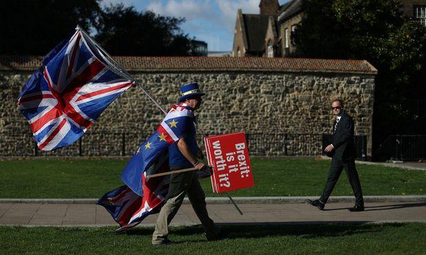 Dass der Brexit abgesagt wird, wie dieser Brite es sich wünscht, gilt als die unwahrscheinlichste Variante.