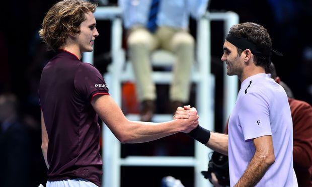 Zverev gratuliert Federer.