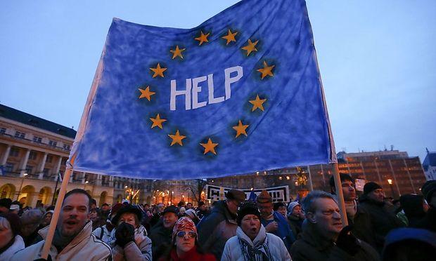 In Budapest versammelten sich viele Menschen, um sich von ihrem Regierungschef Viktor Orbán zu distanzieren.