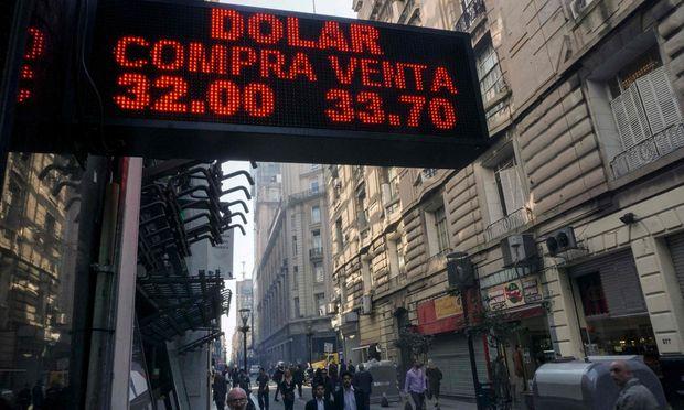 Hohe Schulden, hohe Inflation, abstürzender Peso: Argentinien steckt in einer veritablen Währungskrise.