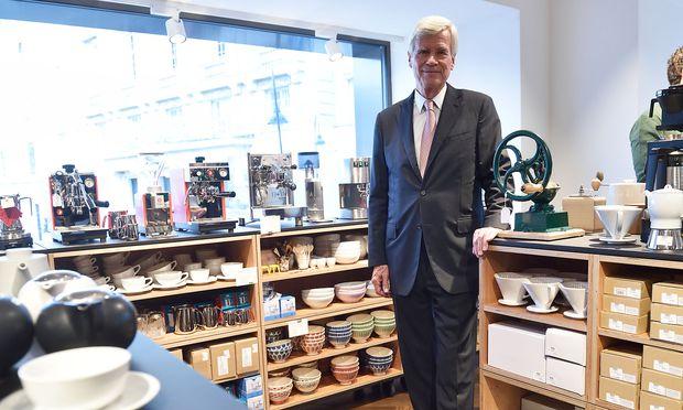 """Michael Otto besuchte zur Eröffnung seines Manufactum-Warenhauses Wien. Es wirbt mit dem Slogan """"Die guten Dinge, es gibt sie noch"""". Solche Geschäfte hätten auch in Zukunft ihre Berechtigung."""