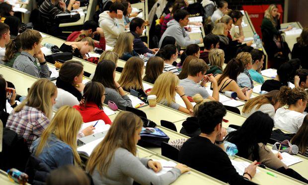 Alleine die Tatsache, dass es Zugangsbeschränkungen gibt, hält manche Studienanfänger schon davon ab, sich einzuschreiben.
