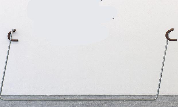 """Eva Grubinger: """"Café Nihilismus/Handlebars"""", 2014. Ein kleiner Eingriff mit weitreichenden Folgen."""