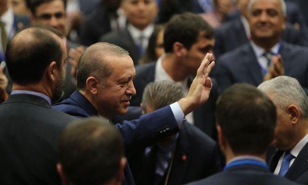 Erdogan rührt in der AKP kräftig um.