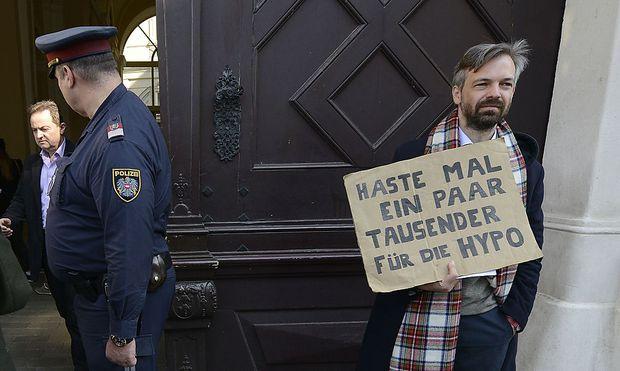 Martin Ehrenhauser vor dem Bundeskanzleramt.