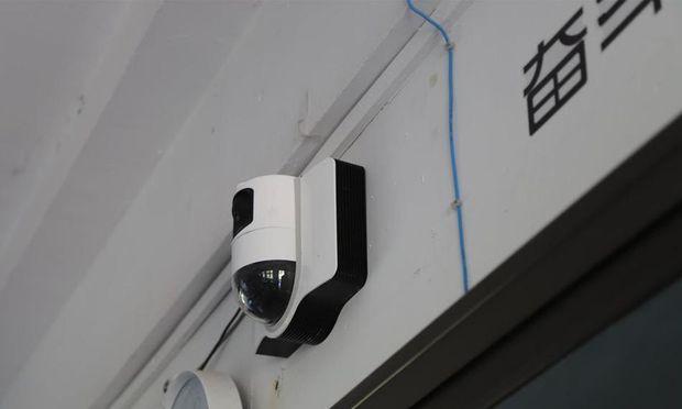 Durch die Überwachung sollen die Schüler noch motivierter im Unterricht sein.
