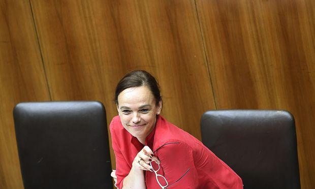 Sonja Hammerschmid einst auf der Regierungsbank