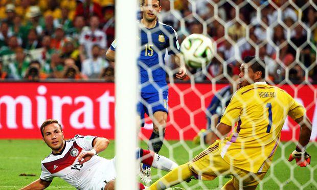 WM-Finale 2014: Deutschlands Fußballwelt war noch in Ordnung und Dortmund-Star Mario Götze ein Held.