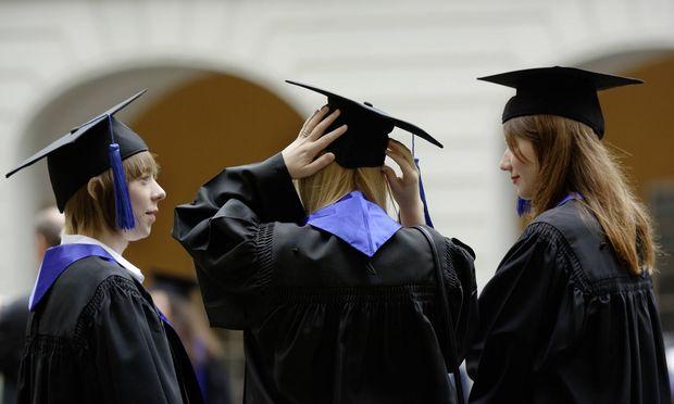 Immer mehr Österreicher absolvieren das gesamte Studium im Ausland.