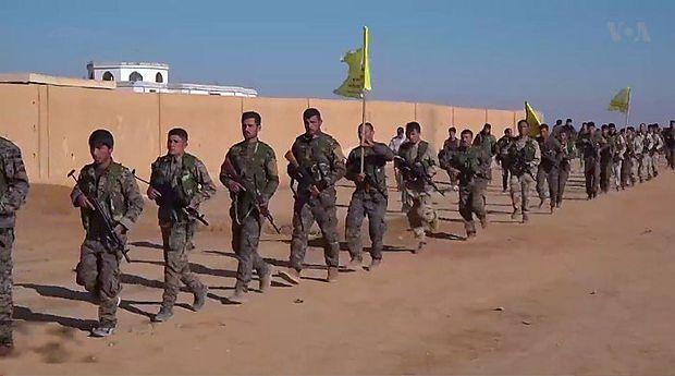 Infanterie der SDF Mitte Dezember im Anmarsch auf Raqqa