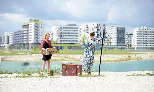 Adele (l.) und Clara suchen in Wien eine Wohnung – mit (fast) allen Mitteln