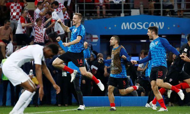 Kroatien feiert den Einzug ins WM-Finale. Auch Mateo Kovačić (2. v. re.) und Duje ?aleta-Car (re.) sind mittendrin.