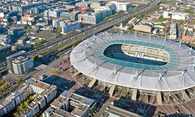 Dezentral. Das Stade de France liegt im nördlichen  Bezirk St. Denis.