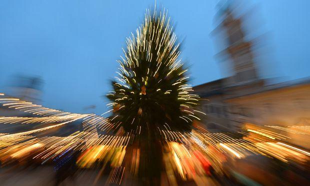 Weihnachtsbraeuche Ankloepfeln Rachen