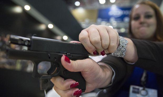 In Tschechien mit rund 10,5 Millionen Einwohnern gibt es 300.000 Waffenschein-Besitzer.