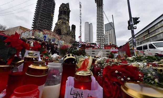 Gedenken der Opfer nach dem Anschlag auf einen Berliner Weihnachtsmarkt, 2016