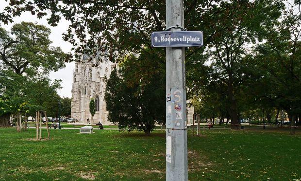 Vormals Freiheitsplatz: das Grün hinter der Votivkirche.