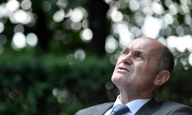 Innenminister Wolfgang Sobotka zerbricht sich den Kopf, wie die Obergrenze von 37.500 Flüchtlingen nicht überschritten wird.