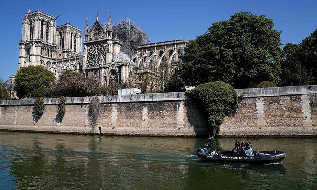 Ein Blick auf die zerstörte Kathedrale.