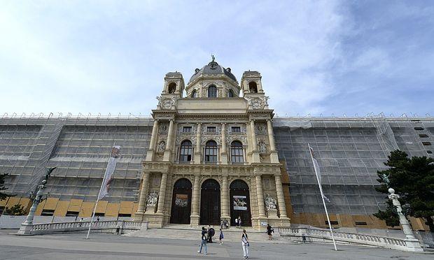 THEMENBILD: 125 JAHRE NATURHISTORISCHES MUSEUM / AUSSENANSICHT