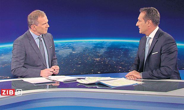 """FPÖ-Parteichef Heinz-Christian Strache, damals noch nicht Vizekanzler, am 3. 1. 2017 zu Gast im """"ZiB 2""""- Studio bei Armin Wolf."""