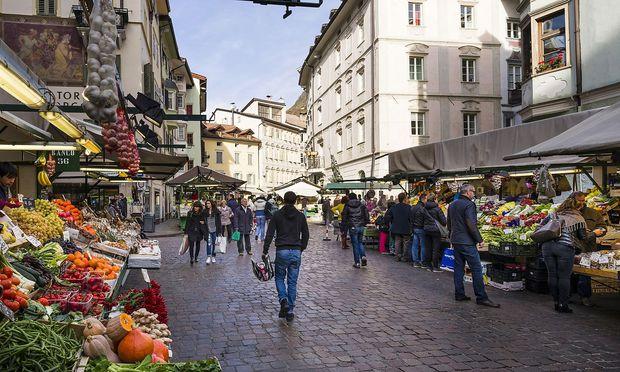 Ein Markt in Bozen: Die Südtiroler Volkspartei hat herbe Niederlagen erfahren.