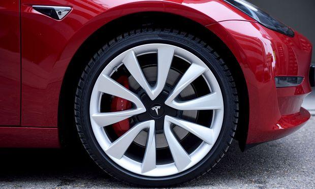 Das Model 3 verschlingt noch viel Geld