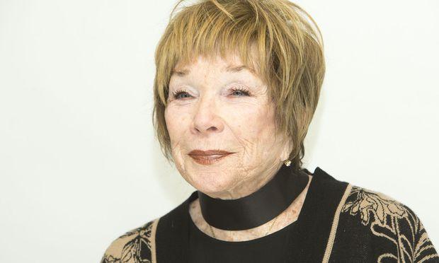 Sie siehtdie Zukunft der Menschheit zynisch, doch ihr eigenes Leben genießtShirley MacLaine –die 82-Jährige machtsich keinen Stressmehr.