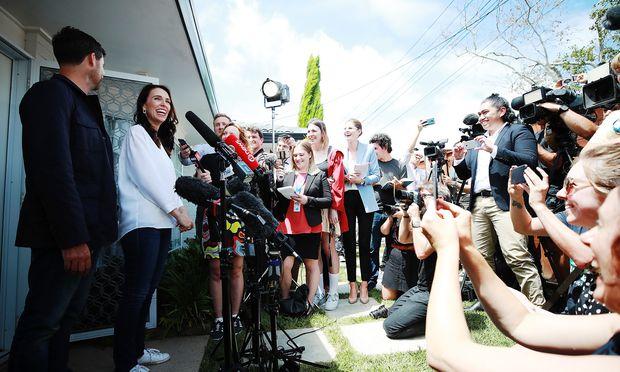 Neuseelands Premierministerin, Jacinda Ardern, und ihr Partner, Clarke Gayford, verkünden am 19. 1. in Auckland (Neuseeland), dass sie Eltern werden.
