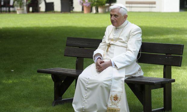 Knapp zwei Monate vor seinem 86. Geburtstag gab Benedikt XVI. das Amt des Papstes auf.